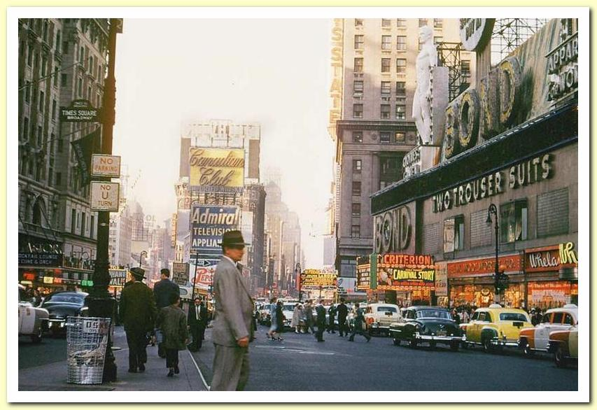1954 04 April Times Square 01