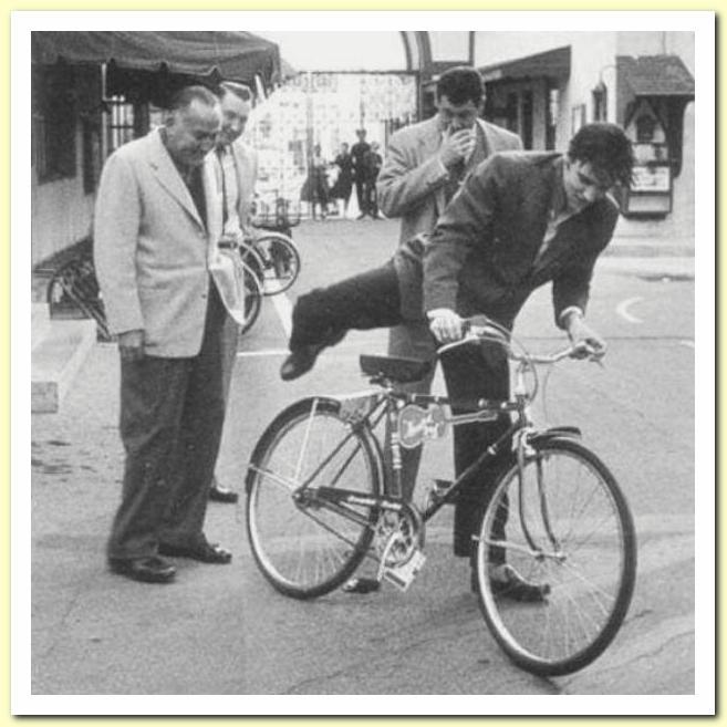 22 Schwinn Racer 'Hound Dog' bike