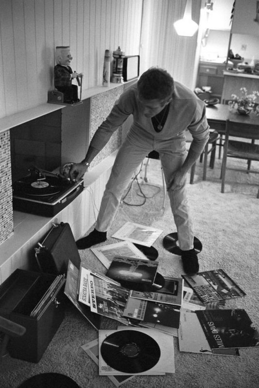 Steve McQueen - John Dominis (1963) at home 08