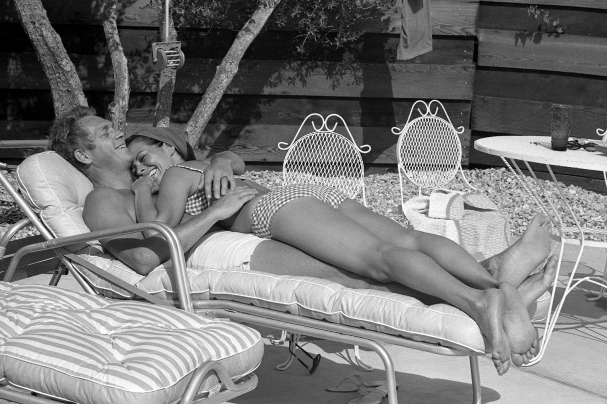 Steve McQueen - John Dominis (1963) by the pool 01