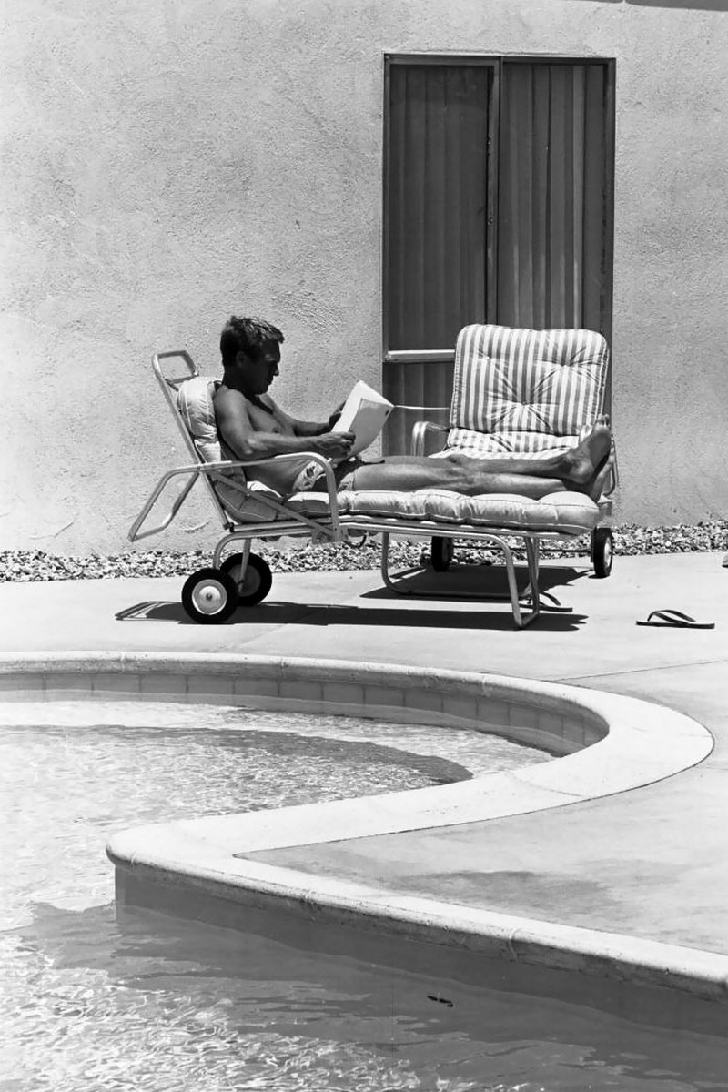 Steve McQueen - John Dominis (1963) by the pool 03