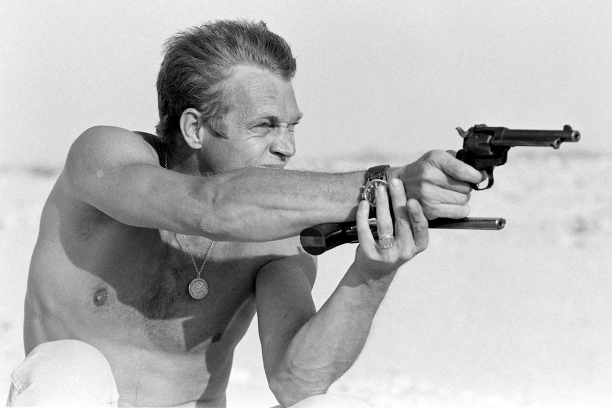 Steve McQueen - John Dominis (1963) target practice 01