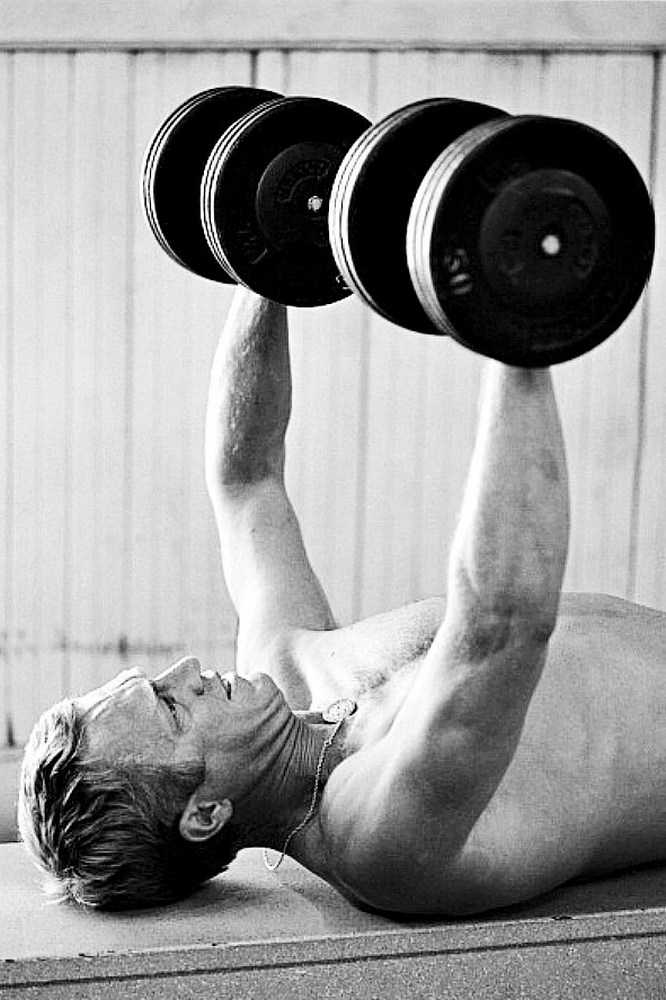 Steve McQueen - John Dominis (1963) working out 06