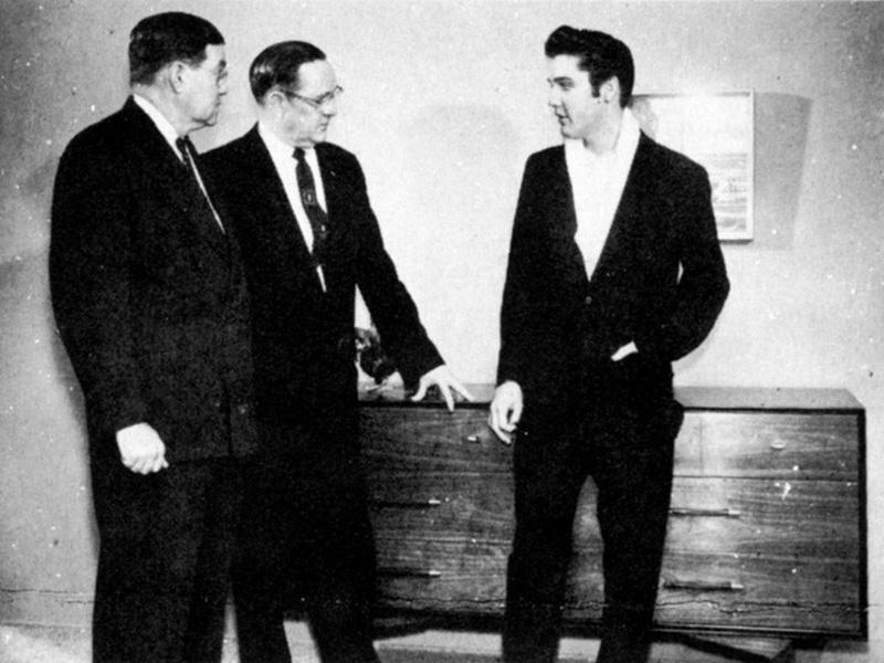 Elvis Hungerford shoot December 1956 (201) (Kari)