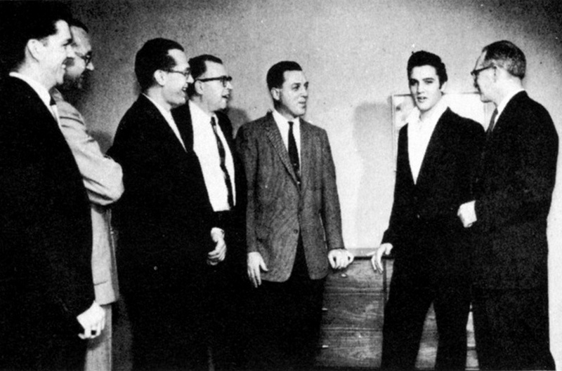 Elvis Hungerford shoot December 1956 (101a) (Kari)