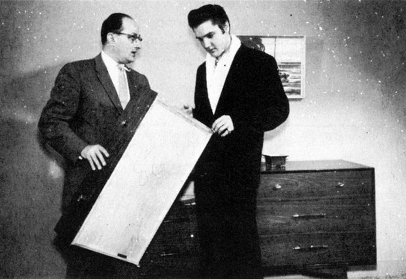 Elvis Hungerford shoot December 1956 (302a)