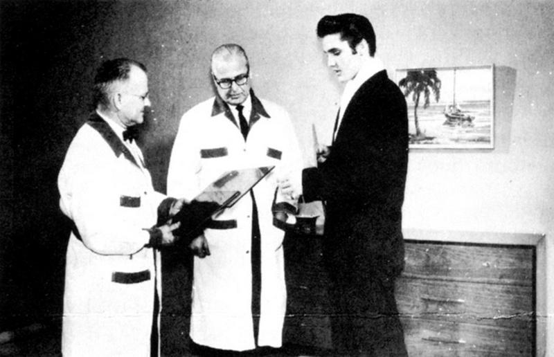 Elvis Hungerford shoot December 1956 (400)