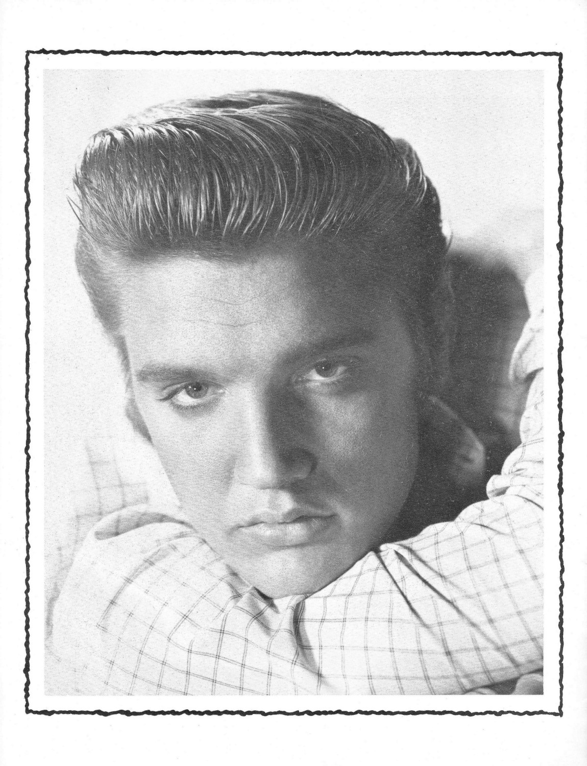 Elvis Presley Souvenir Photo Album (Juan Luis) 04