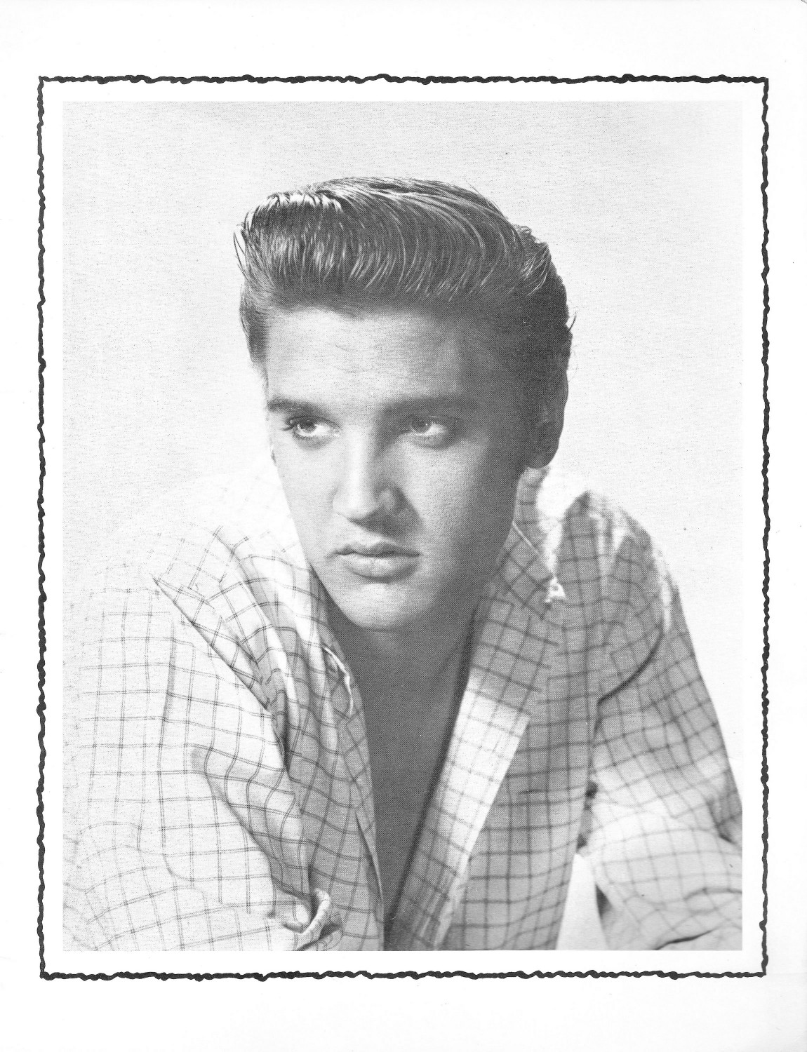 Elvis Presley Souvenir Photo Album (Juan Luis) 09