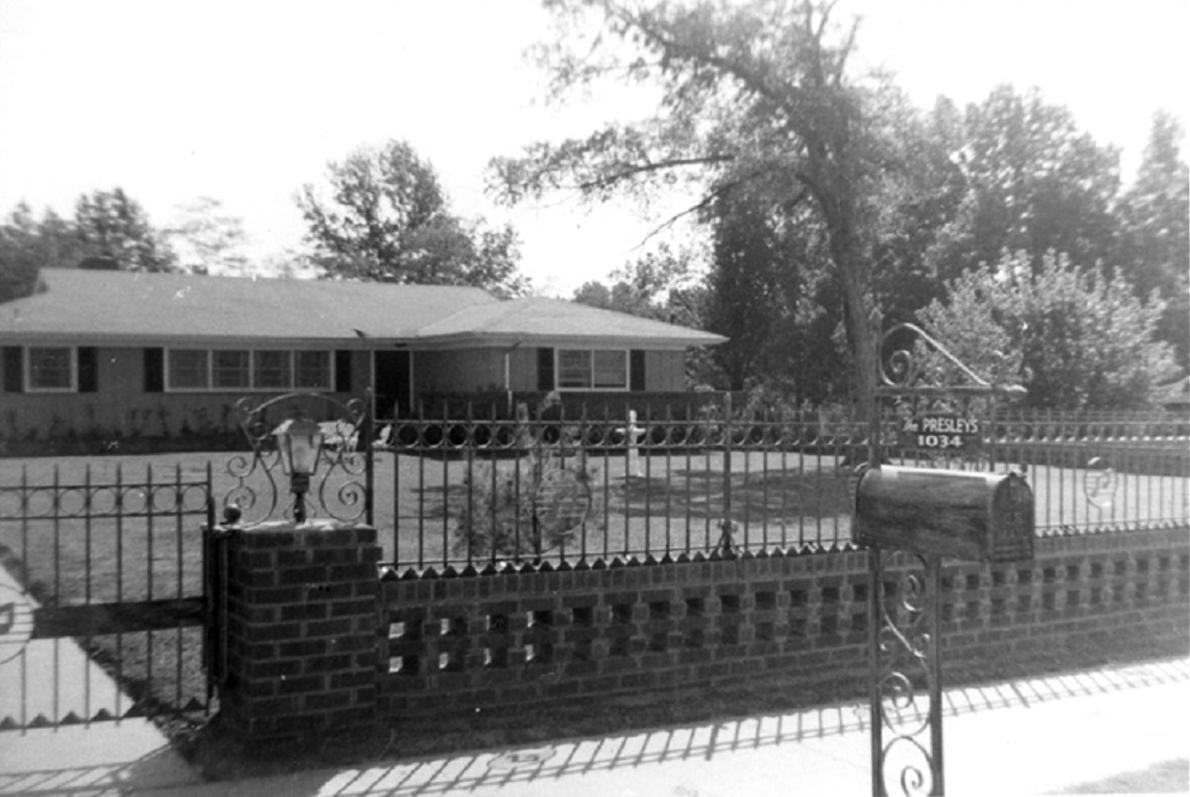 Elvis presley at Audubon Drive 1956.