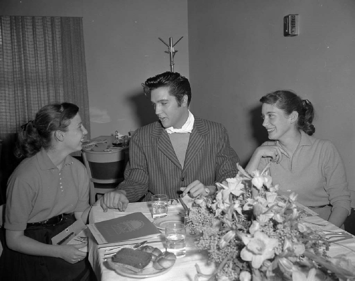 Donna Dickson and Nancy Laity got to have lunch with Elvis Presley at the Paramount Pictures studio.