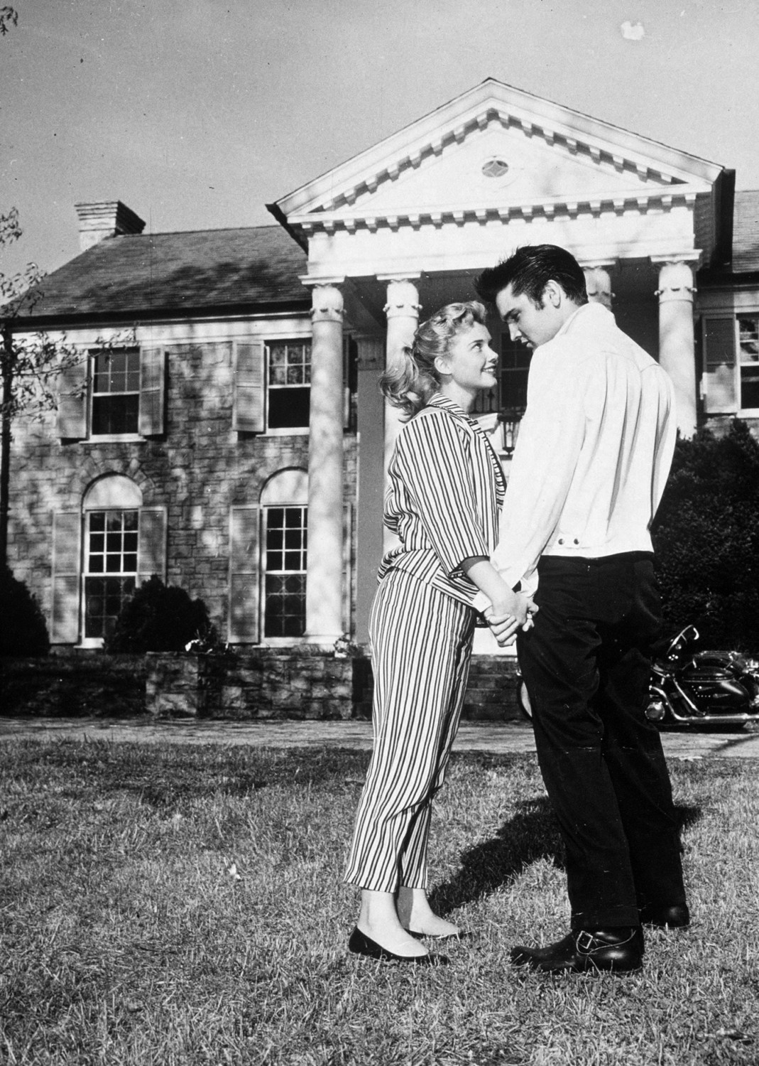 Elvis Presley with his girlfriend Yvonne Lime at his home Graceland in Memphis, Tennessee, 1957.