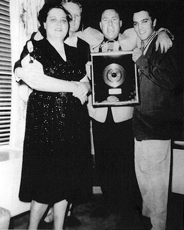 Audubon Drive April 1956. Elvis, Gladys Vernon Presley and Dewey Phillips.